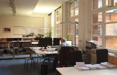 Viel Arbeit, viel Platz: Da mindestens 50 Prozent der HBI-Kollegen im Homeoffice arbeiten, kann im Büro sicher geplant werden. Foto: HBI